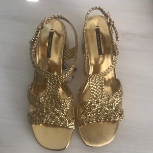 NWT! Zara gold summer sandal with stacked heel
